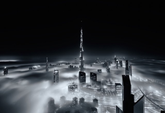 Fog-Over-Dubai-Buildings-Photography_3-640x440