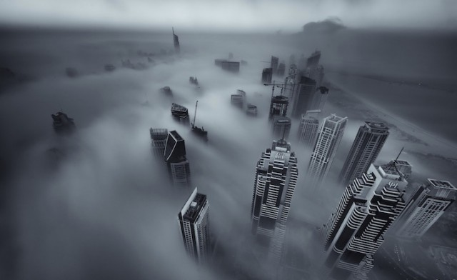 Fog-Over-Dubai-Buildings-Photography_4-640x392