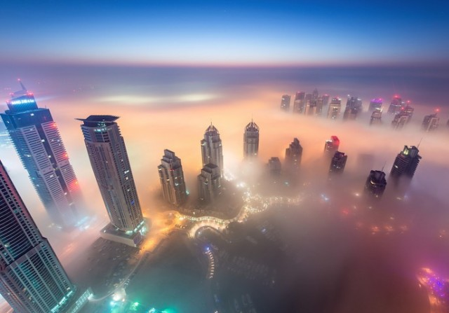 Fog-Over-Dubai-Buildings-Photography_5-640x447