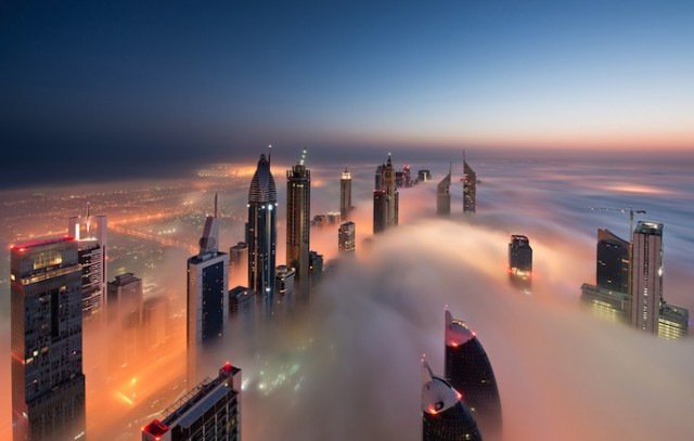 Fog-Over-Dubai-Buildings-Photography_6-640x407