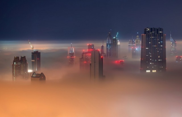 Fog-Over-Dubai-Buildings-Photography_7-640x410