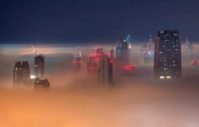Fog-Over-Dubai-Buildings-Photography_7-640x410