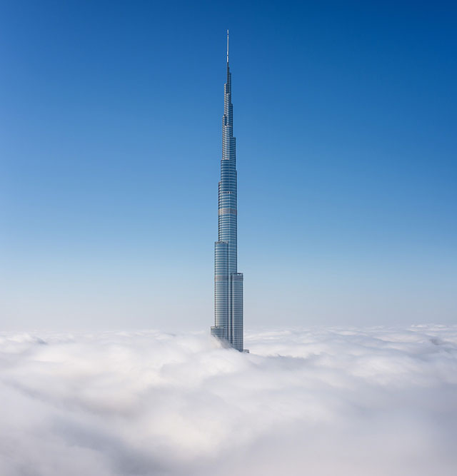 Fog-Over-Dubai-Buildings-Photography_8