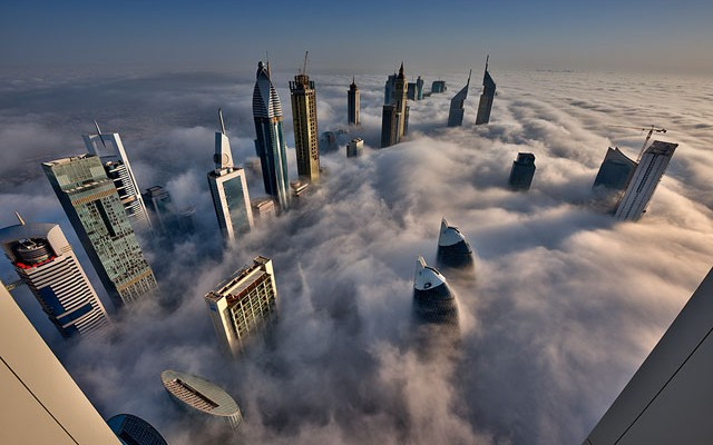 Fog-Over-Dubai-Buildings-Photography_9