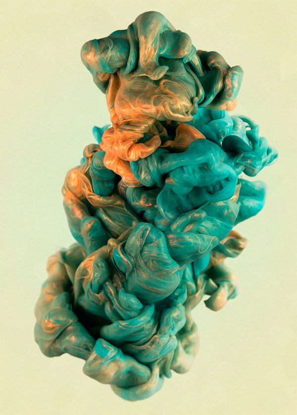 high-speed-photos-of-ink-and-metal-dropped-into-water-by-alberto-seveso-2