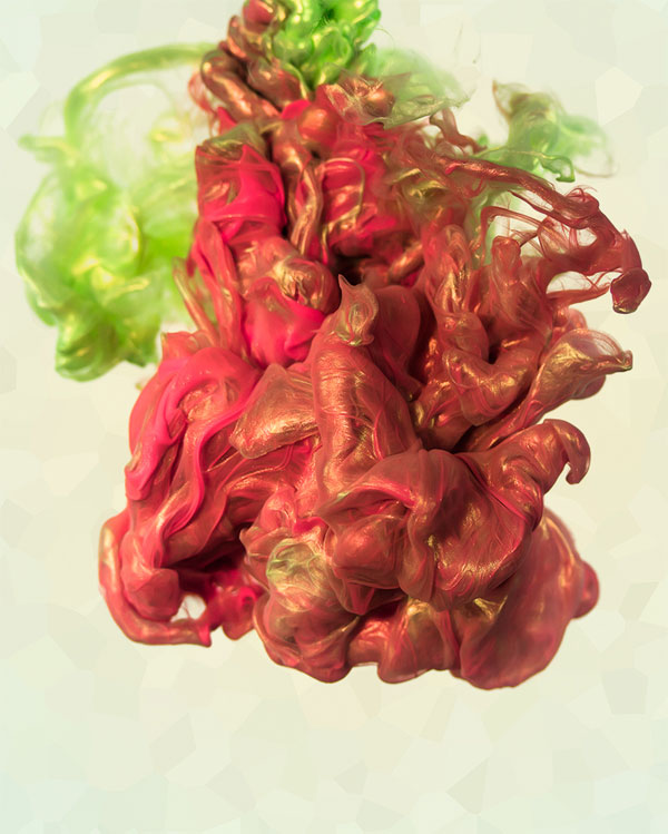 high-speed-photos-of-ink-and-metal-dropped-into-water-by-alberto-seveso-4