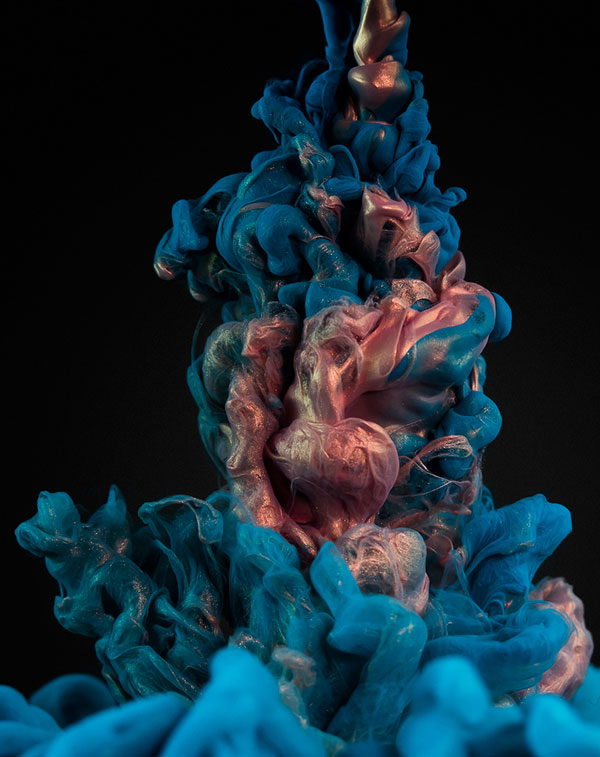 high-speed-photos-of-ink-and-metal-dropped-into-water-by-alberto-seveso-5