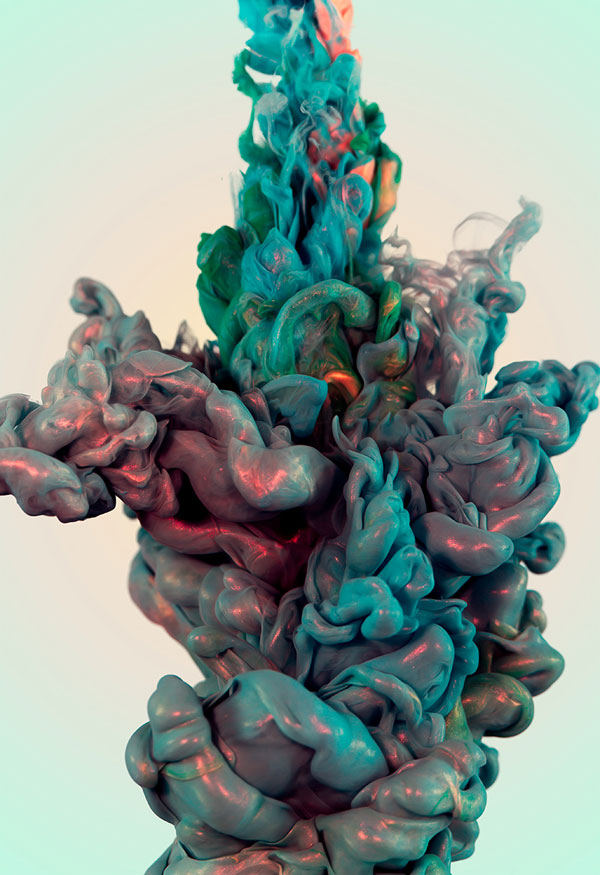 high-speed-photos-of-ink-and-metal-dropped-into-water-by-alberto-seveso-6