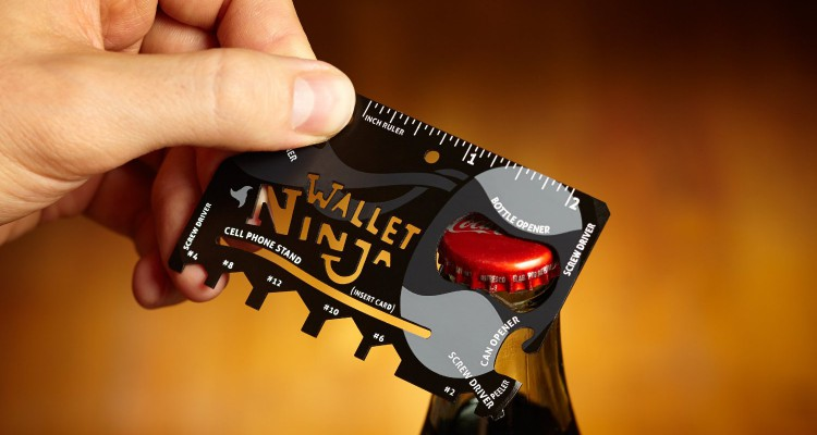 Multifunkční karta jako otevírák, pravítko..