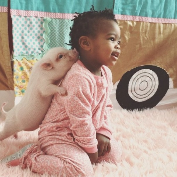 little-girl-piglet-friendship-libby-and-pearl-17-605x607