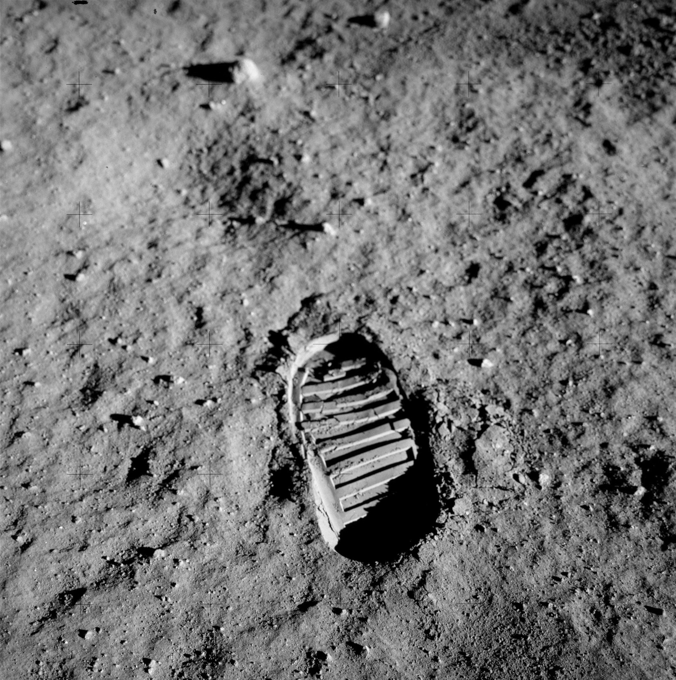 5f - Stopa na Měsíci