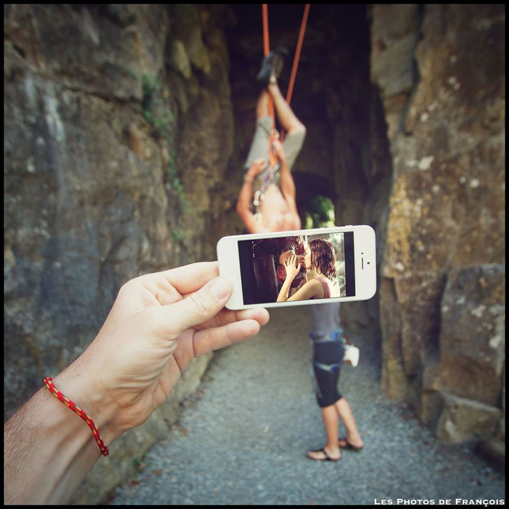 Artist_superimposes_iphone_2