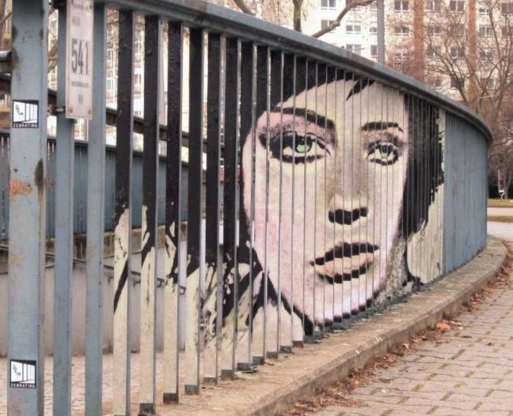 Graffiti-that-can-only-be-seen-from-certain-angles-1