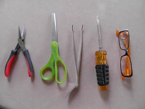 DIY terárium v žárovce nářadí