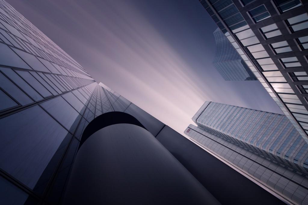 Architektura - sklo, beton a mraky