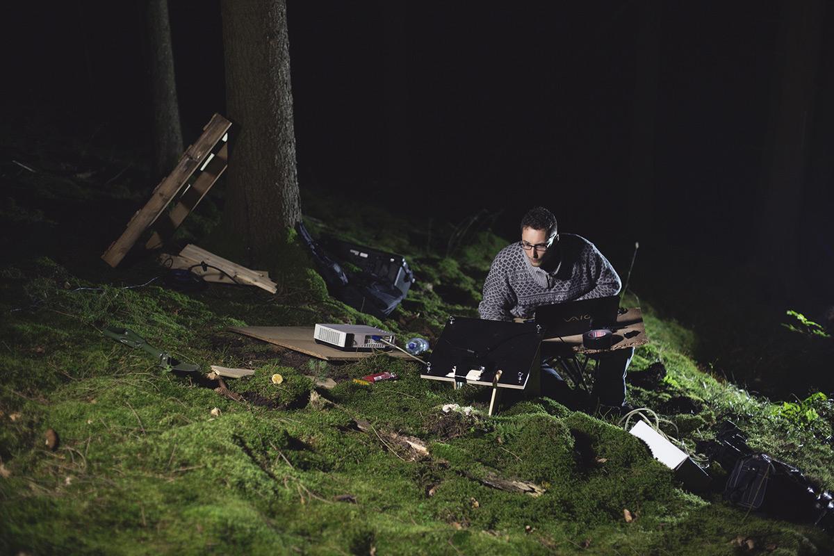 """""""Naším záměrem bylo přenést efekt bioluminiscence do lesa."""""""