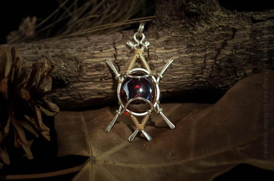 Neobyčejně krásné šperky vyrobené ze šrotu  {korektura OK}
