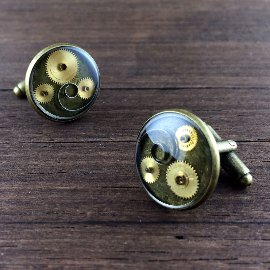 Lithuanian-Artist-Creates-Steampunk-Jewelry-Using-Old-watch-parts2__880
