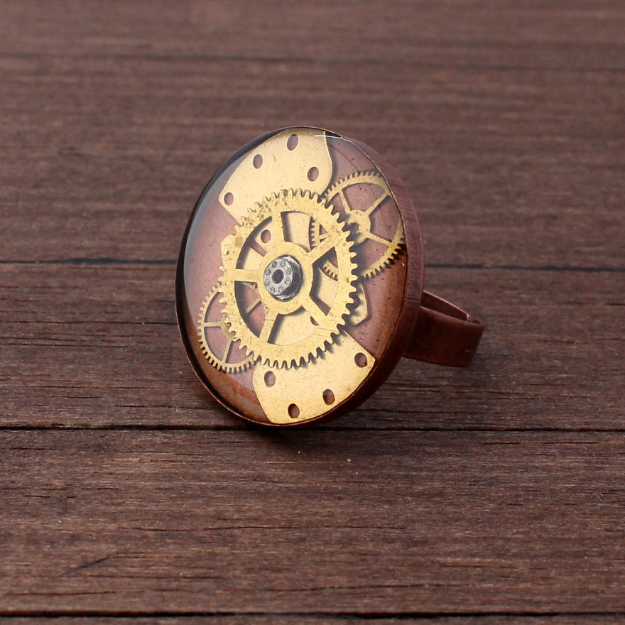 Lithuanian-Artist-Creates-Steampunk-Jewelry-Using-Old-watch-parts8__880
