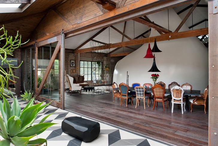 Dům je prostorný a prosvětlený