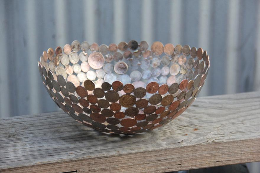 Recyklované umění ze starých klíčů a mincí