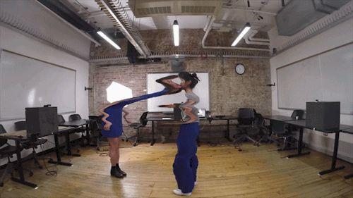 Rosalie Yu - Embrace in Progress, objetí, sochy, animace