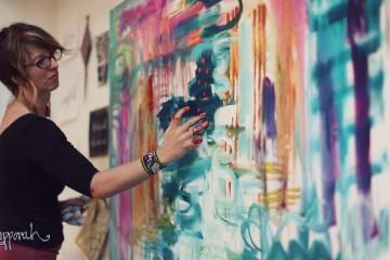 Flora Bowley - intuitivní malování, akryl