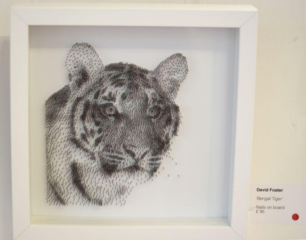 David Foster - Detailní obrazy z hřebíků, tygr bengálský