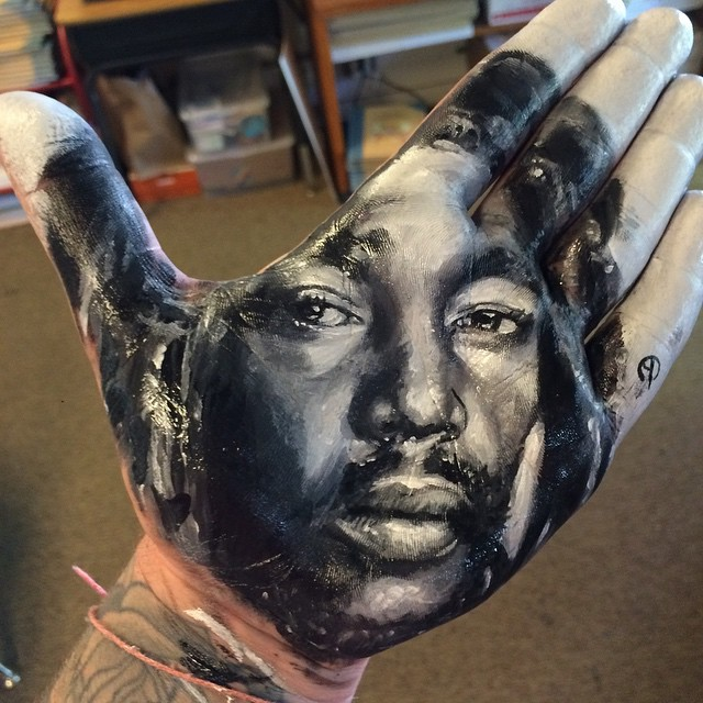 artist-russell-powell-paints-realistic-portraits-on-his-hands-and-stamps-them-on-paper-1