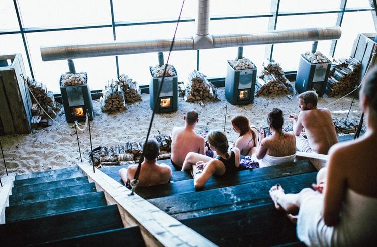 worlds-largest-sauna-agora-salt-festival-norway-designboom-05