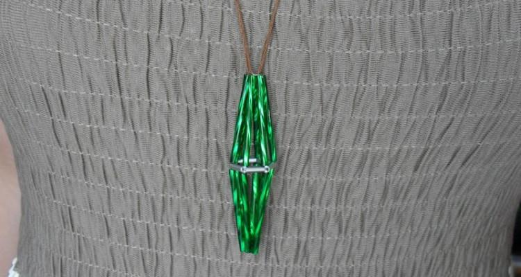 DIY The Sims plumbob náhrdelník