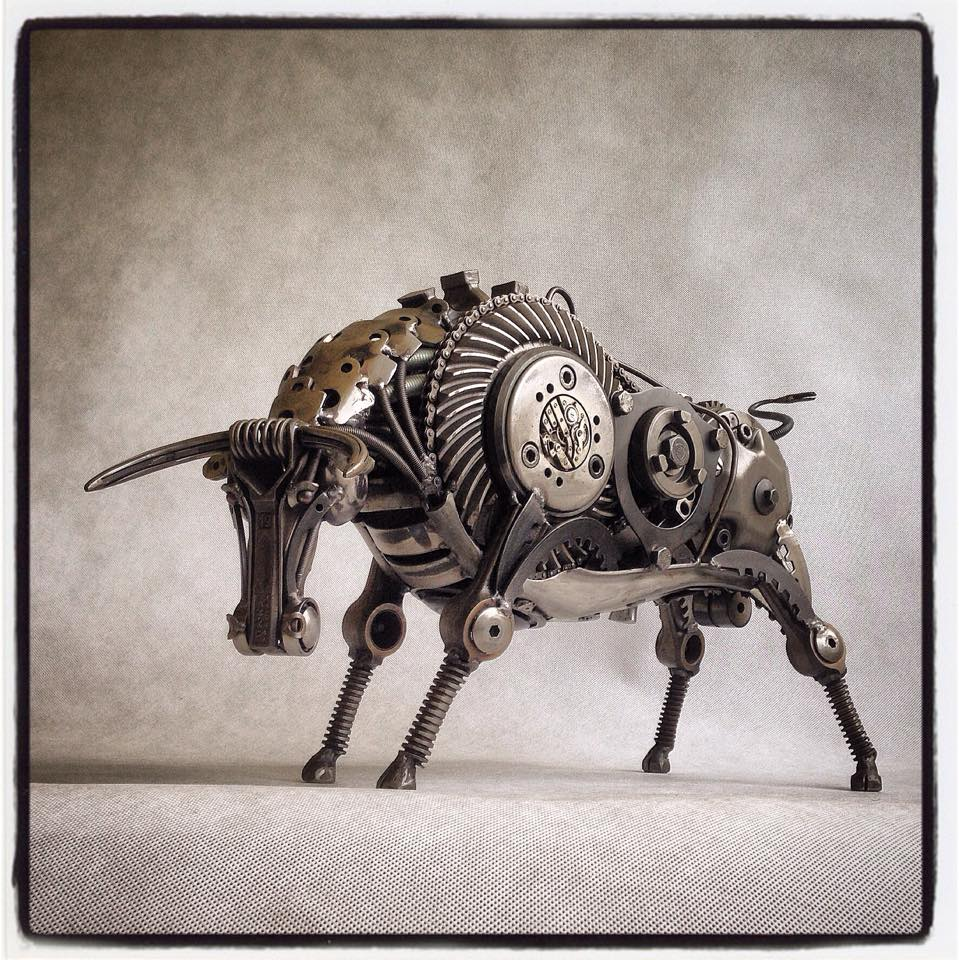 Tomáš Vitanovský - recyklované sochy ze součástek