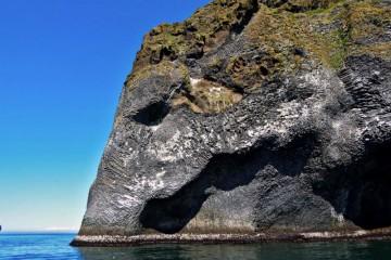 Sloní skála na islandském ostrově Heimaey, Island, cestování