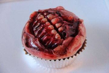funny-halloween-pastry-zombie-mouth-muffin-cake-800x533