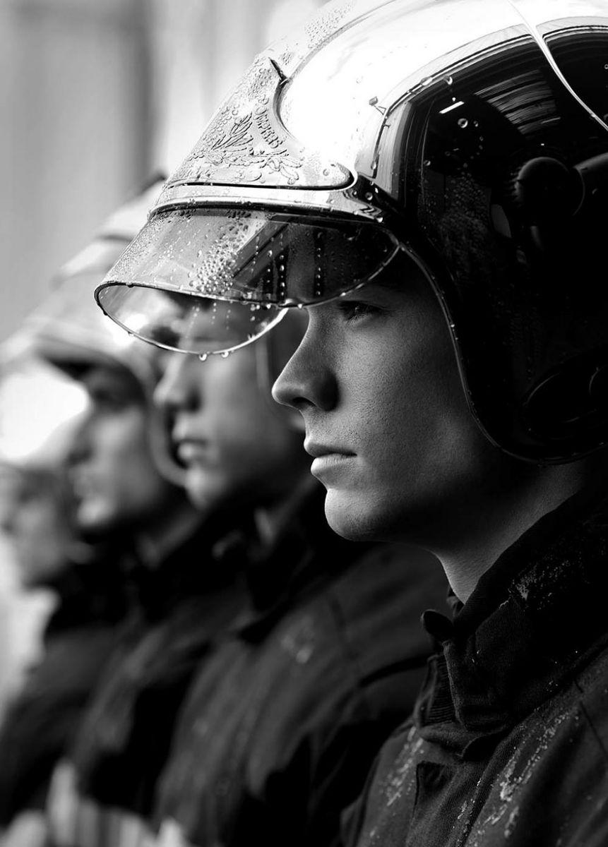 french-firemen-calendar-2016-pompiers-sans-frontieres-fred-goudon-16