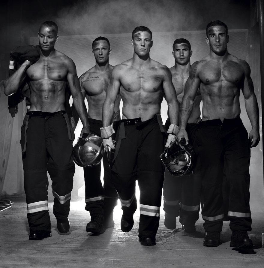 french-firemen-calendar-2016-pompiers-sans-frontieres-fred-goudon-27