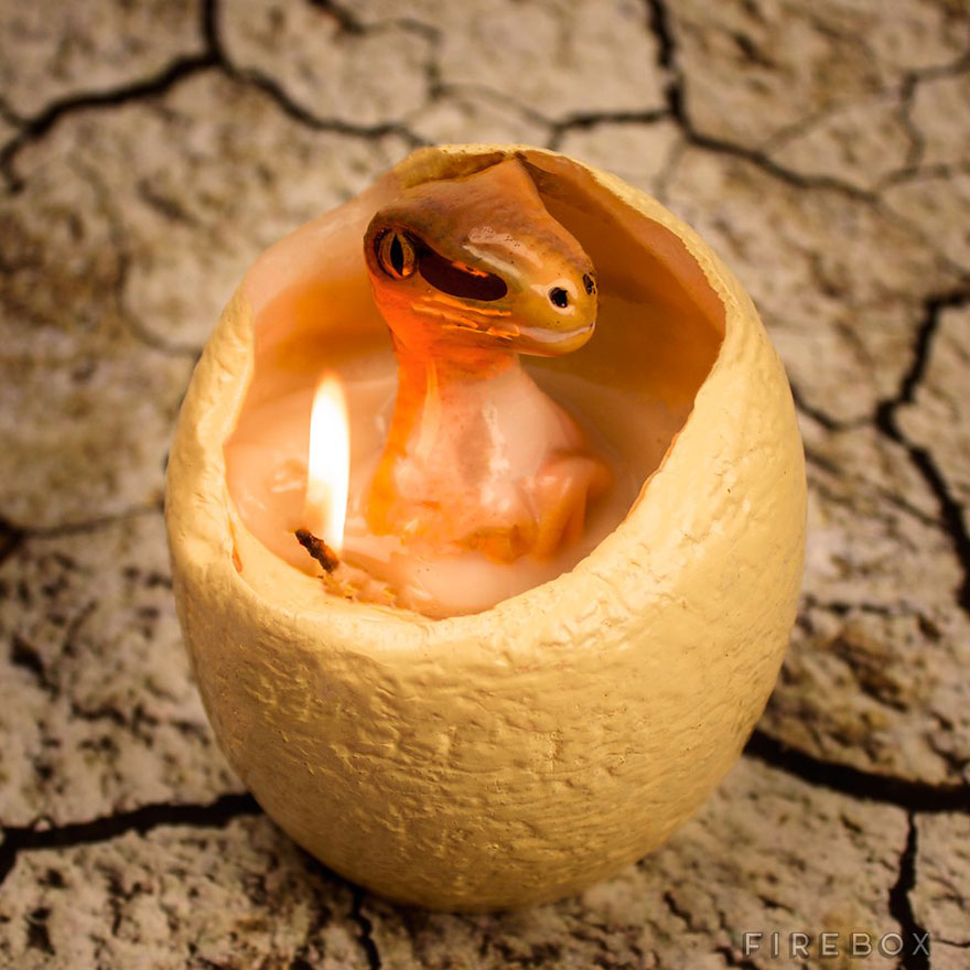 hatching-dinosaur-candle-raptor-firebox-1