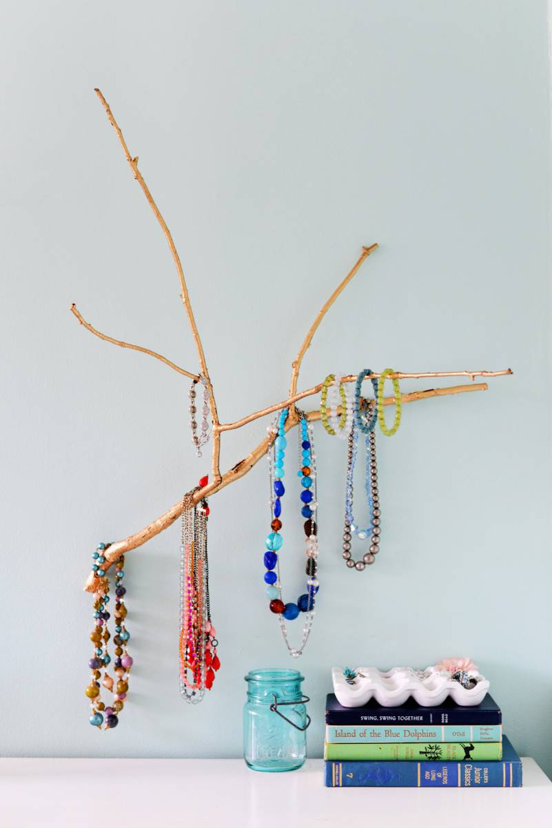 homedit.com--diy-branch-jewelry-holder