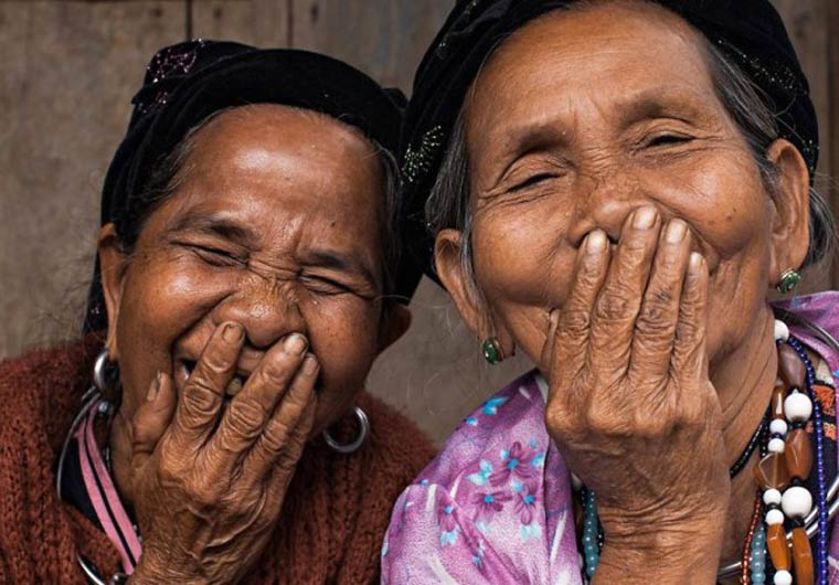 Rehahn-Hidden-Smiles-in-Vietnam-13