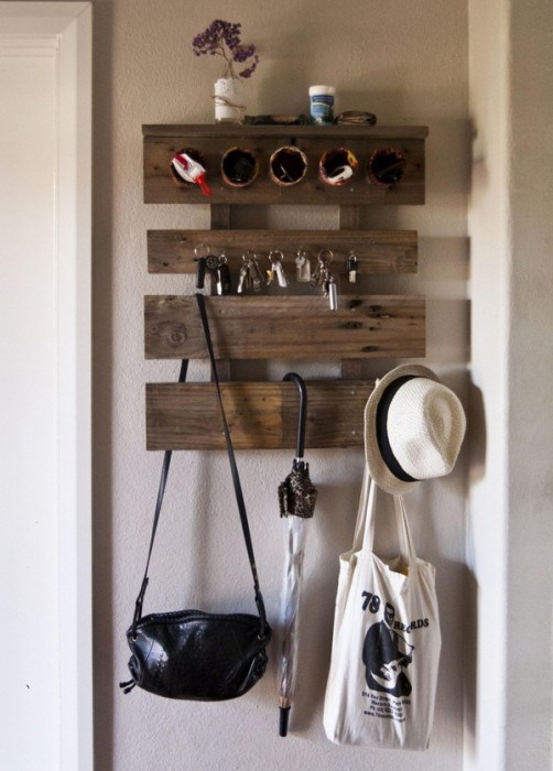 Ideas-apartment-decorate-themselves-make-little-money-wall-wardrobe-wooden-boards-euro-pallet-vintage