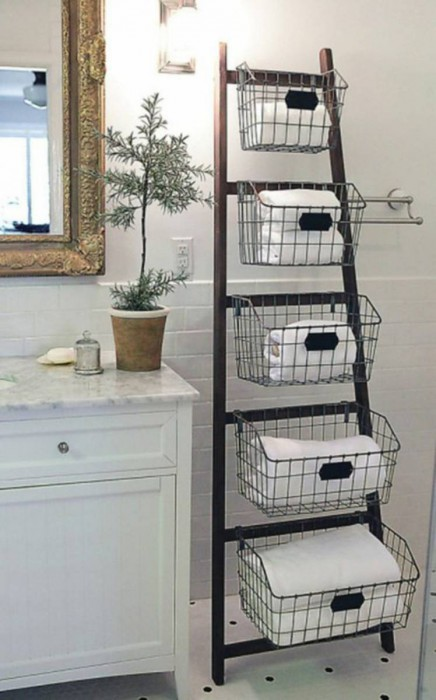 wood-ladder-bathroom-shelf-bathroom-furniture-towels-metal-baskets