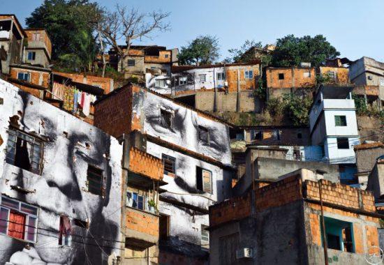 28_millimetres_-_women_are_heroes_action_dans_la_favela_morro_da_providencia_maria_de_fatima_day_view_rio_de_janeiro_bresil_2008