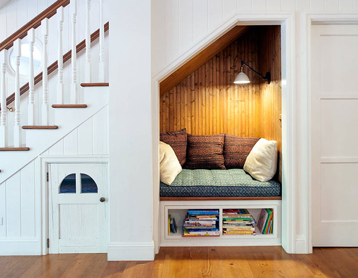 AD-Cozy-Reading-Nooks-Book-Corner-05