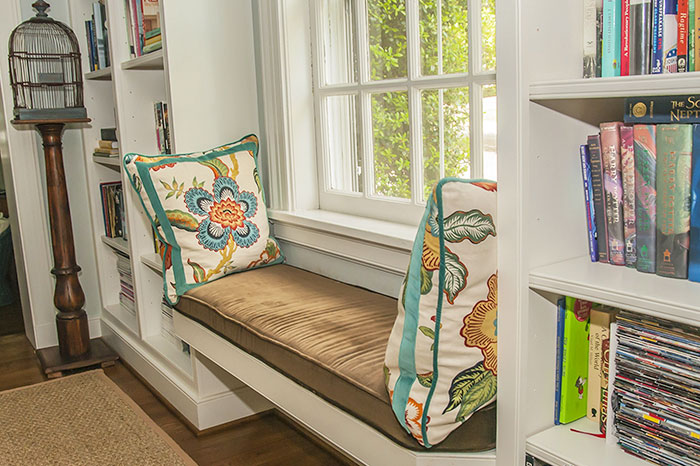AD-Cozy-Reading-Nooks-Book-Corner-40