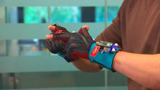 SignAloud-gloves-2