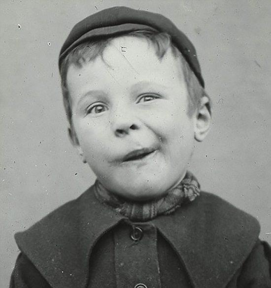 funny-victorian-era-photos-silly-vintage-photography-35-57515076ba50d__700