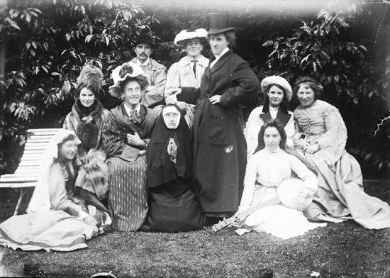 funny-victorian-era-photos-silly-vintage-photography-37-5751536dc4a95__700
