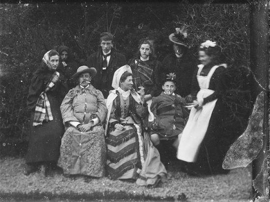 funny-victorian-era-photos-silly-vintage-photography-40-575168094d20b__700