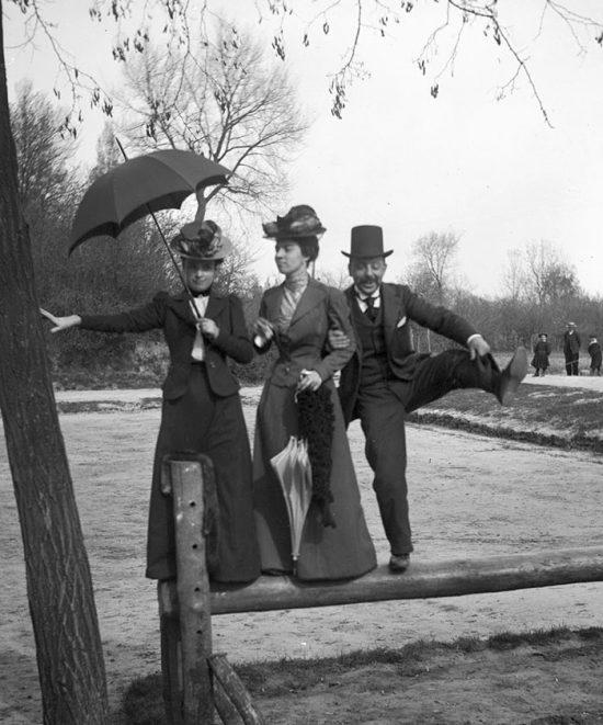 funny-victorian-era-photos-silly-vintage-photography-71-57513e9b0466a__700