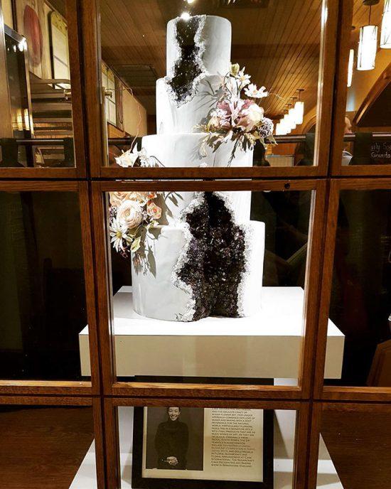 amethyst-geode-wedding-cake-trend-15-57833e27cf7ca__700
